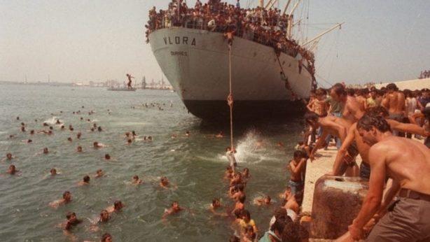 bari-profughi-albanesi-nave-vlora